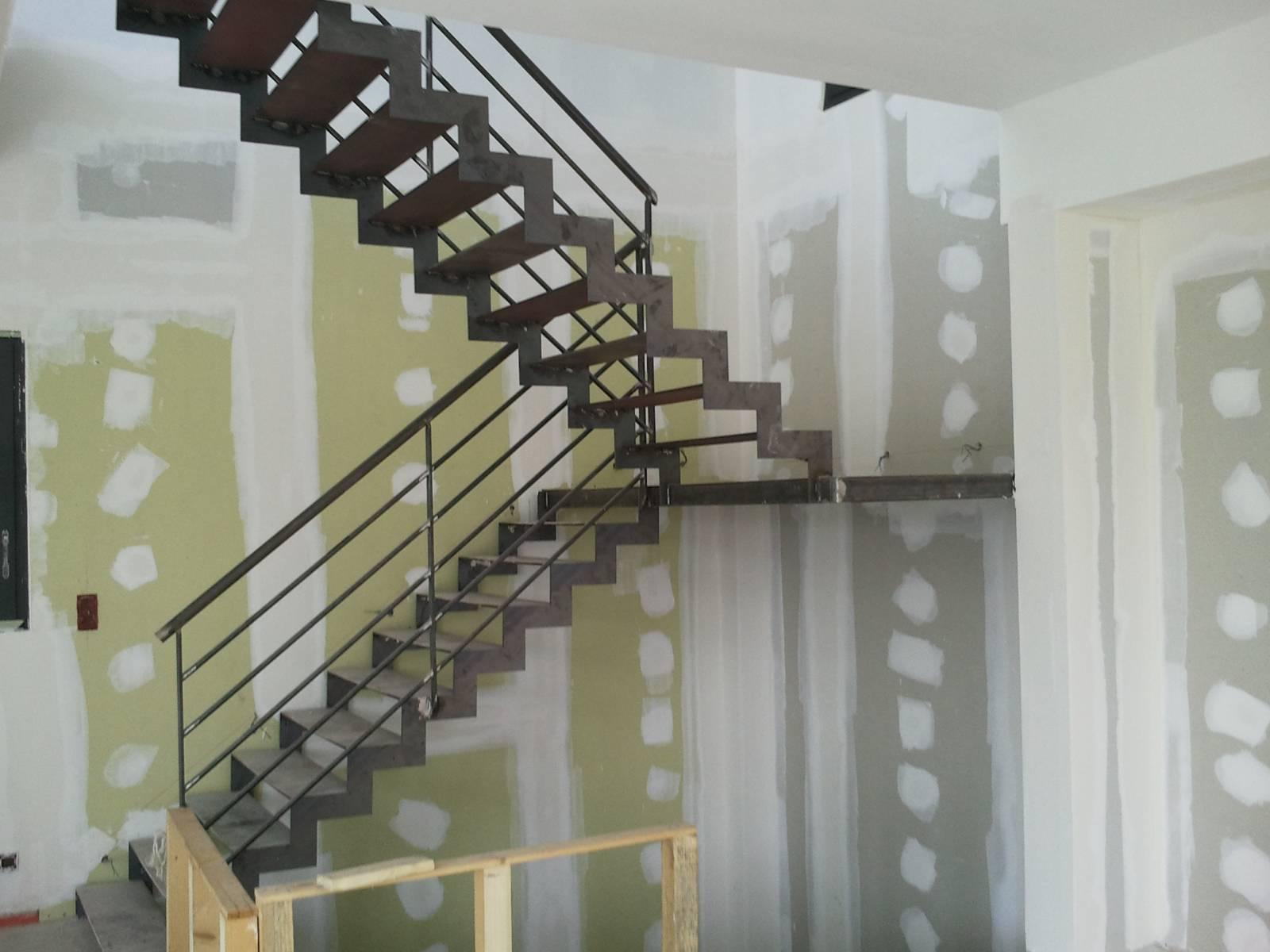 escalier en acier aix en provence ferronnerie pour garde corps et portail gignac la nerthe. Black Bedroom Furniture Sets. Home Design Ideas