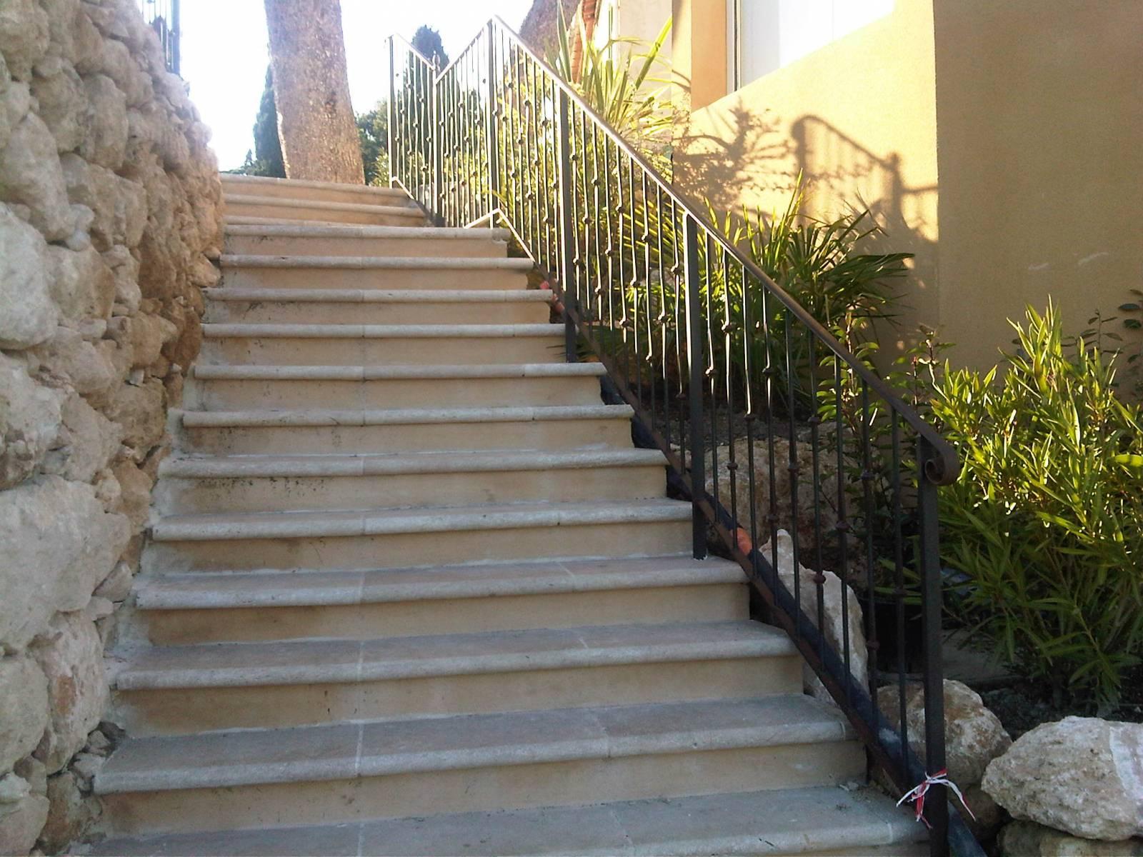 rampe d 39 escalier fer forg secteur marseille ferronnerie pour garde corps et portail gignac. Black Bedroom Furniture Sets. Home Design Ideas