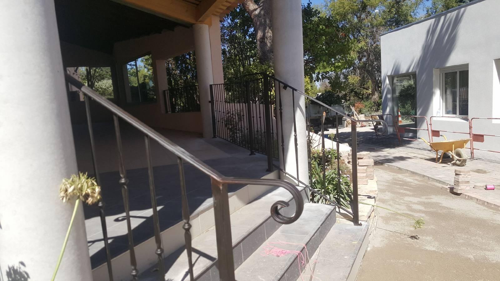 rampe d 39 escalier fer forg secteur marseille ferronnerie. Black Bedroom Furniture Sets. Home Design Ideas
