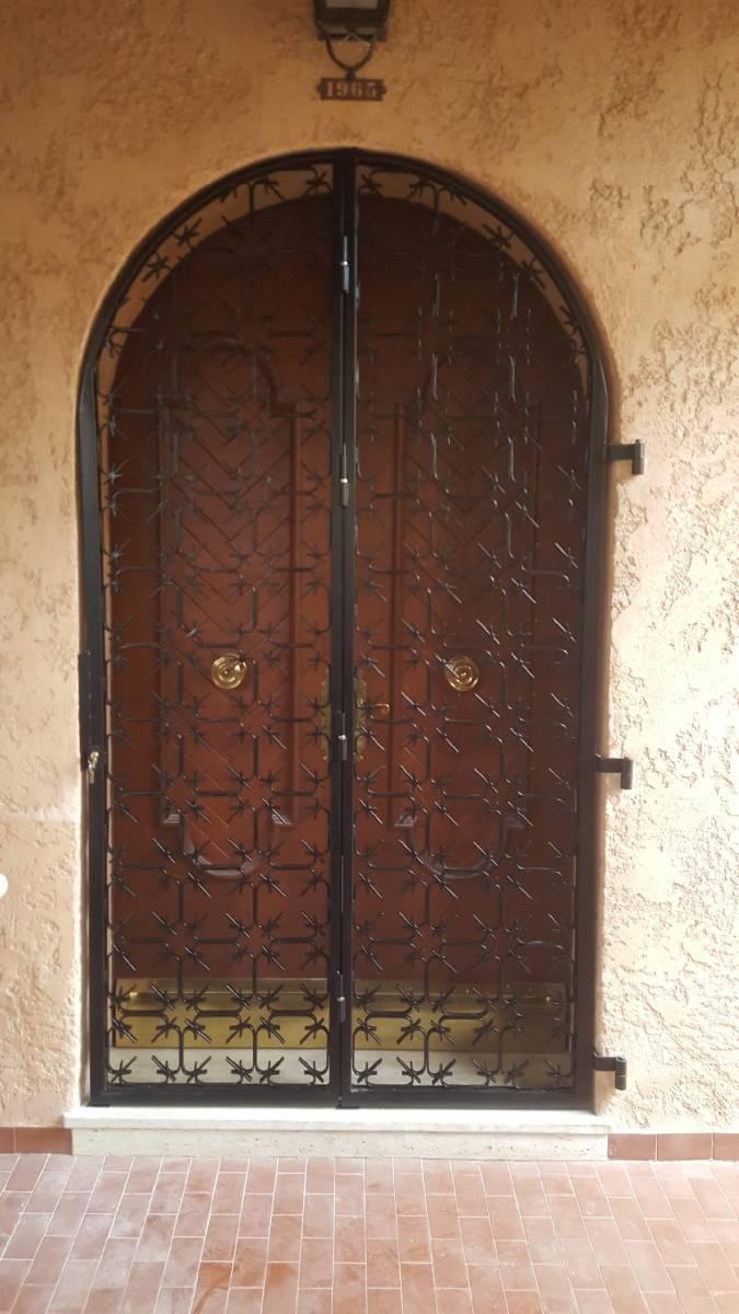 Grille de s curit pour porte d 39 entr e marseille ferronnerie pour garde corps et portail - Grille de securite pour porte ...
