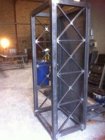 armoire en acier pour stockage bois exterieur ferronnerie pour garde corps et portail gignac. Black Bedroom Furniture Sets. Home Design Ideas