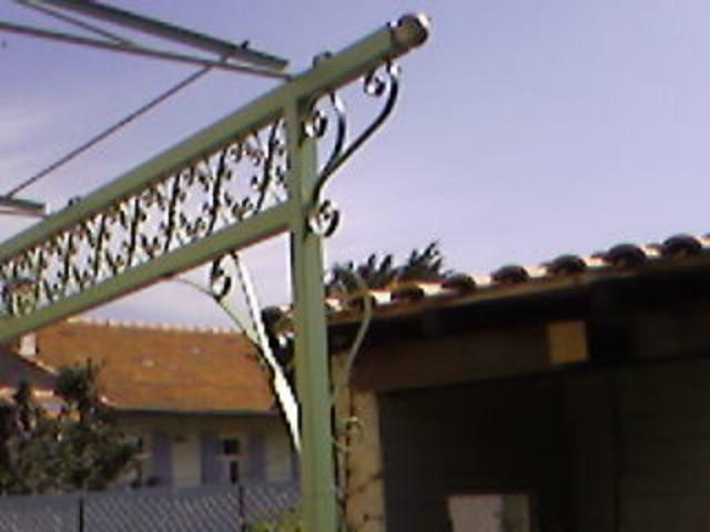 pergola marseille sur mesure en fer forg mod le maeva ferronnerie pour garde corps et portail. Black Bedroom Furniture Sets. Home Design Ideas