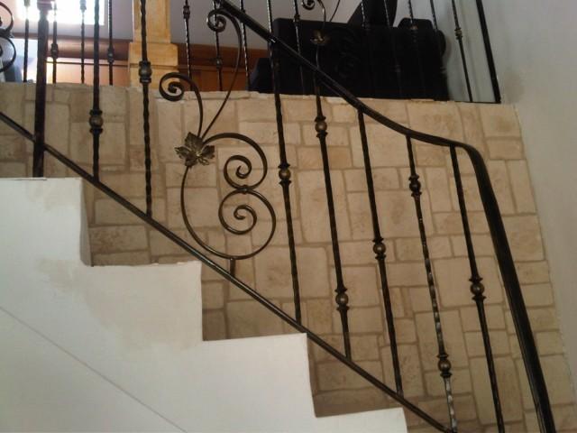 rampe d 39 escalier en fer forg avec volutes et barreaux. Black Bedroom Furniture Sets. Home Design Ideas