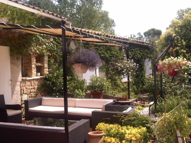 pergola en fer forg avec bache sur mesure aix en provence ferronnerie pour garde corps et. Black Bedroom Furniture Sets. Home Design Ideas