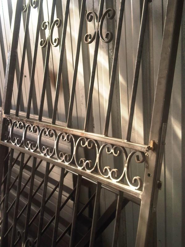 Porte de s curit en acier pour porte d 39 entr e marseille for Porte 4 marseille