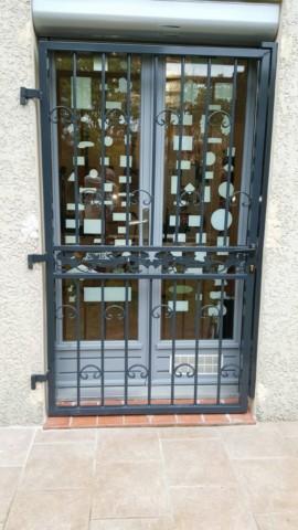 grille ouvrante pour porte d 39 entr e ferronnerie pour garde corps et portail gignac la nerthe. Black Bedroom Furniture Sets. Home Design Ideas