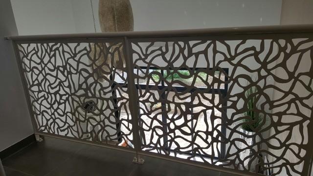 rampe d 39 escalier avec d coupe laser la ciotat ferronnerie pour garde corps et portail. Black Bedroom Furniture Sets. Home Design Ideas