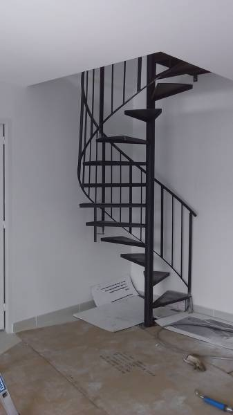 Ferronnerie pour garde corps et portail gignac la nerthe ferronnerie globe - Escalier industriel prix ...