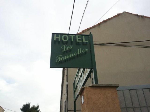Enseigne fer forg pour commerces restaurants hotels for Fer forge au detail