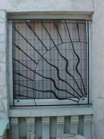 grille de fen tre avec mod le original ferronnerie pour garde corps et portail gignac la. Black Bedroom Furniture Sets. Home Design Ideas