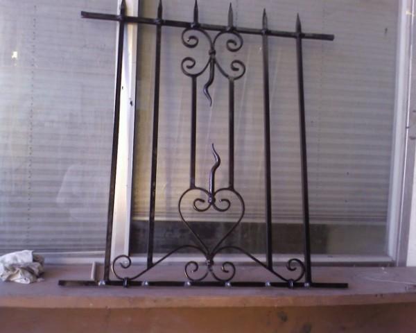 grille de d fense en fer forg aix en provence ferronnerie pour garde corps et portail. Black Bedroom Furniture Sets. Home Design Ideas